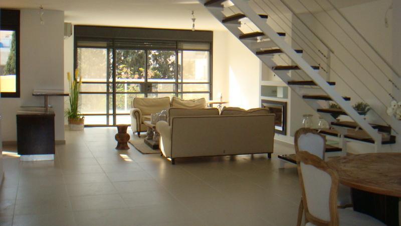 Grand Duplex au centre de Raanana