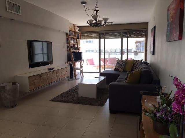 Tres bel appartement a Raanana